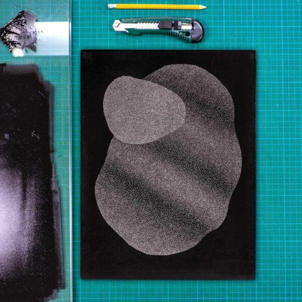 matryca z nałożoną farbą grafika linoryt punktowy karol pomykała